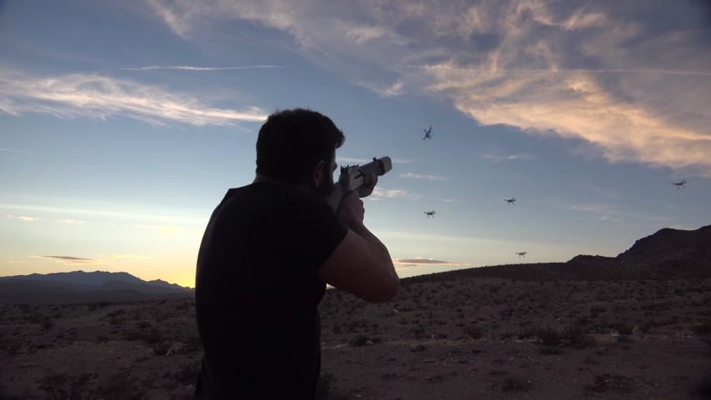 Dan Bilzerian tire sur des drones