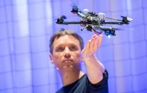Cours TED L'incroyable pouvoir athlétique des quadricoptères